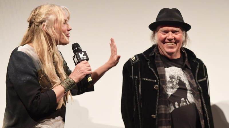 Illustration for article titled Excuse Me, Neil Young and Daryl Hannah Are Married?!