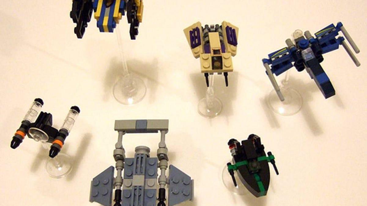 Using Hundreds Of Lego Star Wars Mini Spaceships To Create Huge Battles