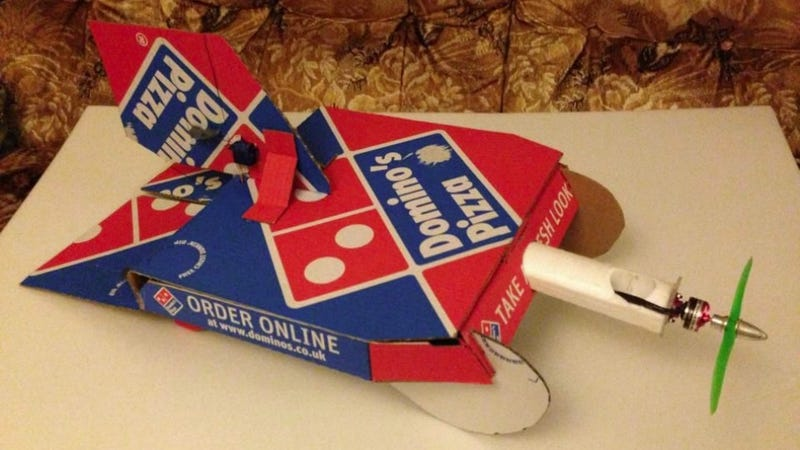 Illustration for article titled This Remote Control Pizza Box Plane Practically Delivers Itself