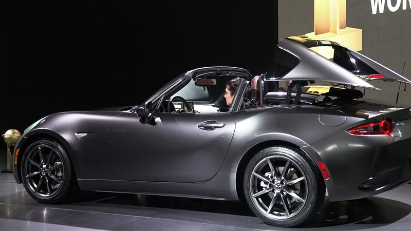 is the 2017 mazda miata rf a spectacular idea or a giant. Black Bedroom Furniture Sets. Home Design Ideas