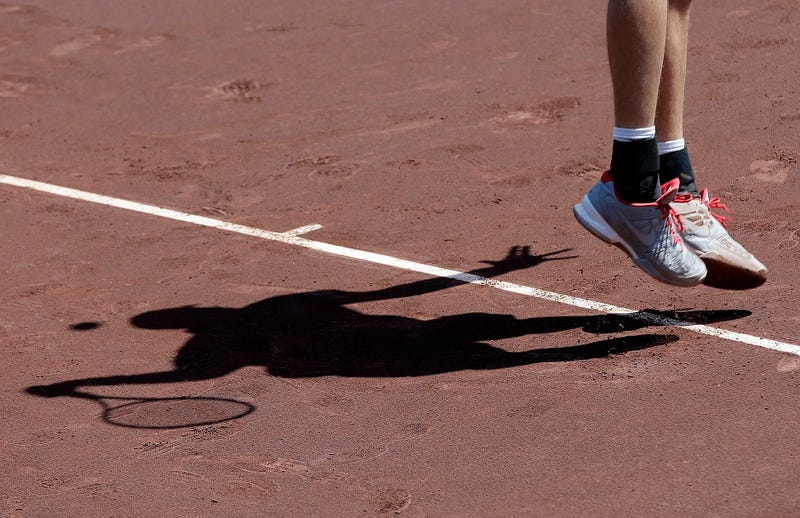 Illustration for article titled Here's American Tennis Player John Isner Captured As A Nifty, Janky Shadow
