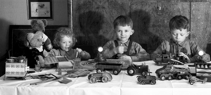 Illustration for article titled A Brief Pictorial Account of What Children Got for Christmas Decades Ago