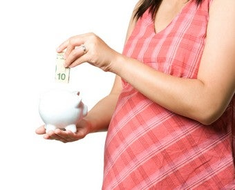 Illustration for article titled Could Women Game Italy's Pay-For-Babies System?