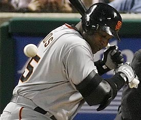 Illustration for article titled Have Barry Bonds' Arms Really Not Grown?