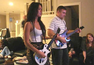 Illustration for article titled Megan Fox Also Plays Guitar Hero Outside Of Your Dreams
