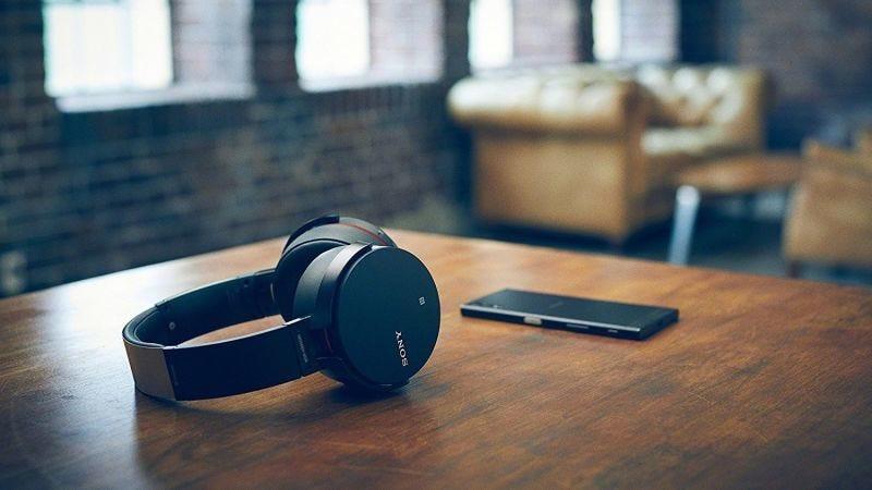 Auriculares Sony XB950B1, $98