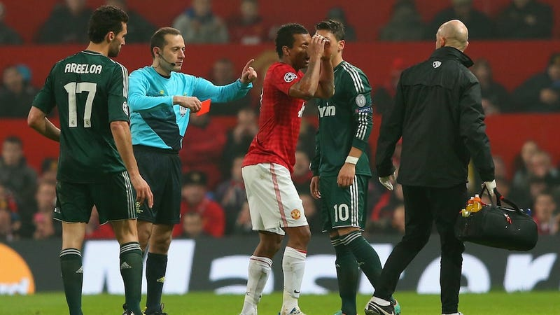 Illustration for article titled One Manchester United Fan Was So Upset By Nani's Red Card, He Called The Police
