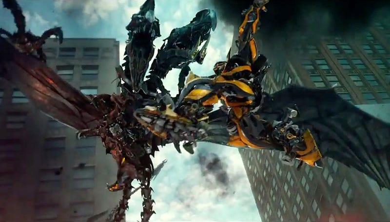 Illustration for article titled Los dinobots, a toda máquina, en el nuevo tráiler de Transformers