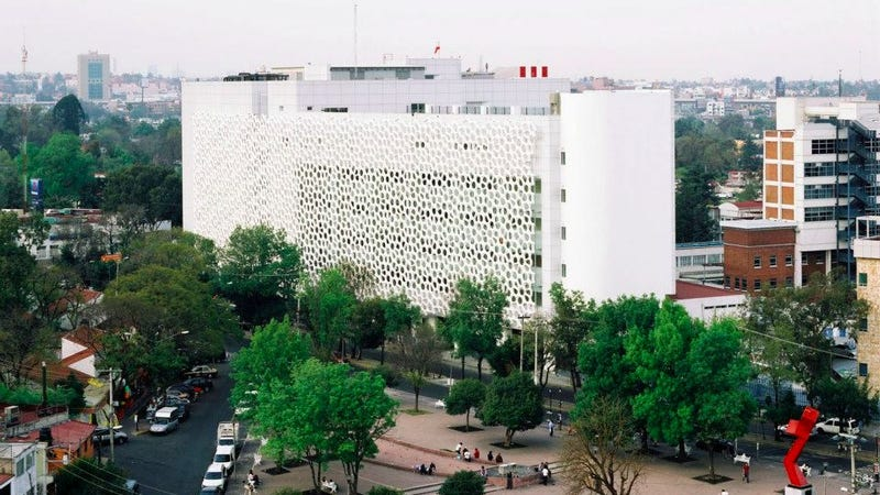 Illustration for article titled Este nuevo edificio en México disuelve la contaminación a su alrededor