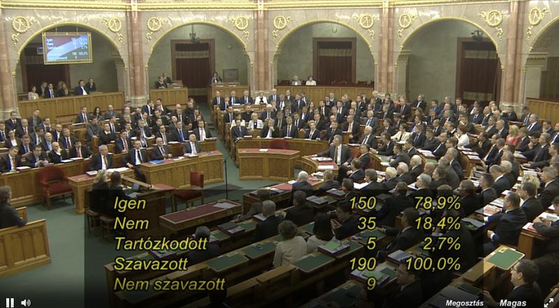 Illustration for article titled Megválasztották a szkinhedet parlamenti alelnöknek