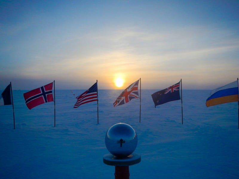 Illustration for article titled Here's What A Sunset Looks Like From The South Pole