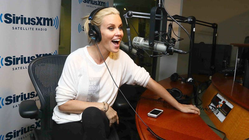 Illustration for article titled Jenny McCarthy Admits 'I'm a Hypocrite' Over Hillary Clinton Gay Joke