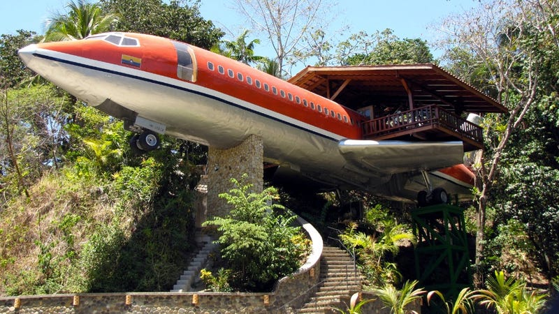 Awe inspiring homes and buildings made out of old airplanes for What goes into building a house