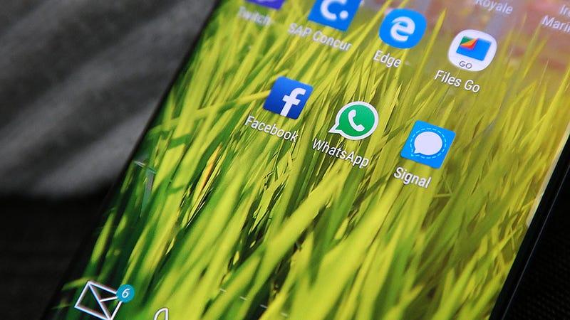 Illustration for article titled Si tienes un teléfono Android, es posible que Facebook esté registrando tus llamadas y SMS