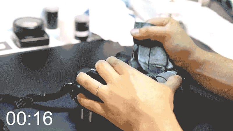 Ver a este profesional reparar una réflex en 20 minutos es pura magia