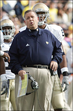 Illustration for article titled Charlie Weis Will Live to Fail Another Day