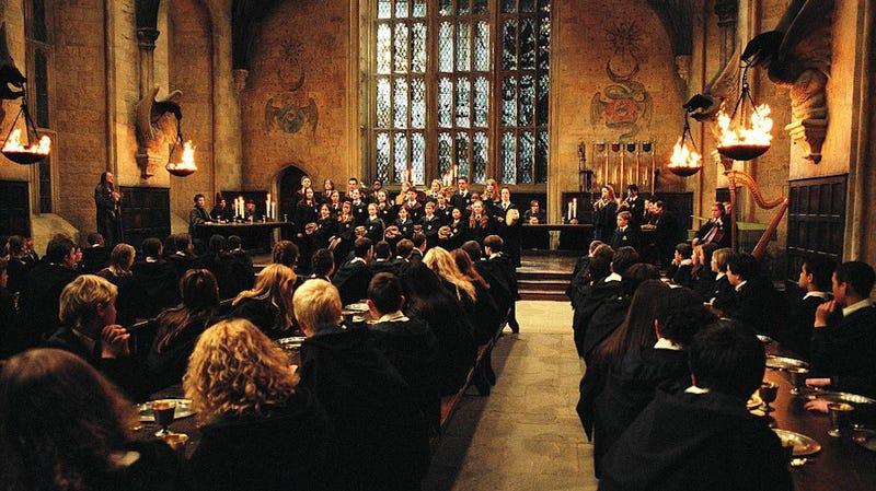 Illustration for article titled Cuánto costaría asistir a la escuela de magia de Hogwarts, según J.K. Rowling