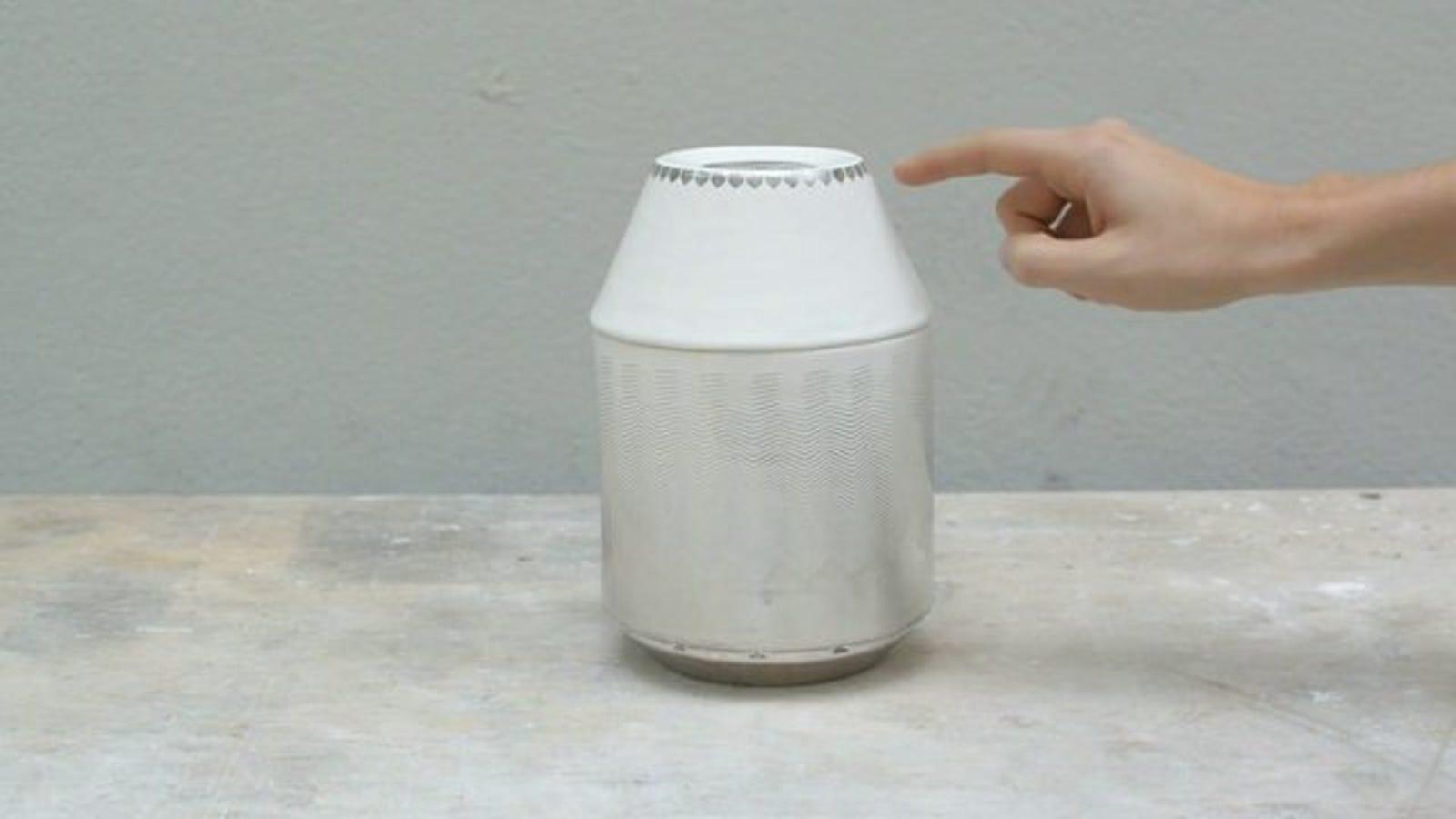 Este jarrón de cerámica y paladio es una radio táctil
