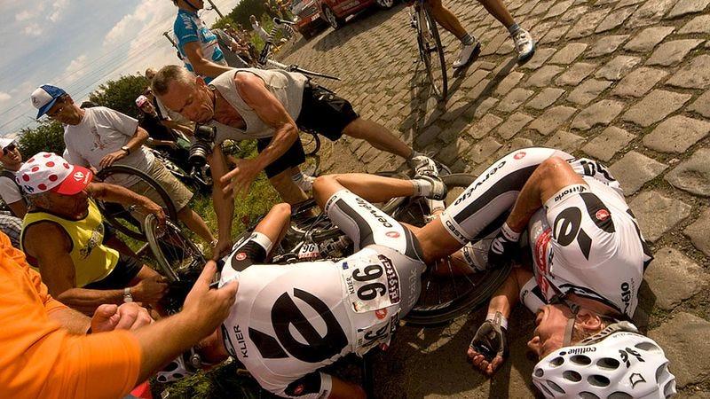 Illustration for article titled Massive Hit-And-Run Prematurely Ends Tour De France