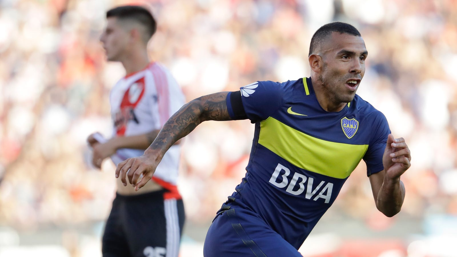 Carlos Tevez Shanghai Resident For Two Months Hasn t Tried