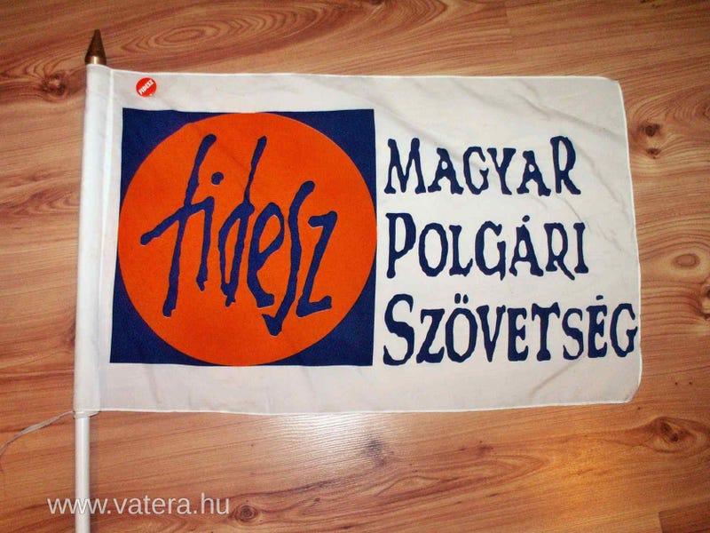 Illustration for article titled A kiábrándult aktivista eladja a veterán Fidesz-zászlót a Vaterán