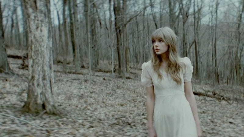Illustration for article titled Taylor Swift Sings as World Burns in Dreary Hunger Games Video