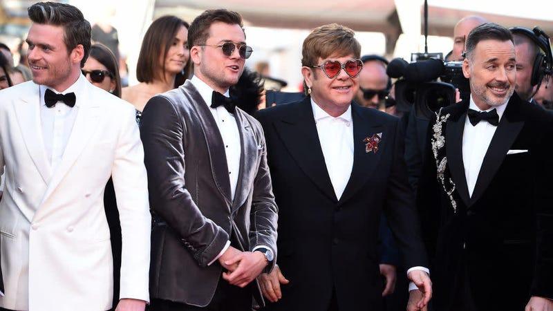 Illustration for article titled Proud dad Elton John keeps sending Taron Egerton positive Rocketman reviews
