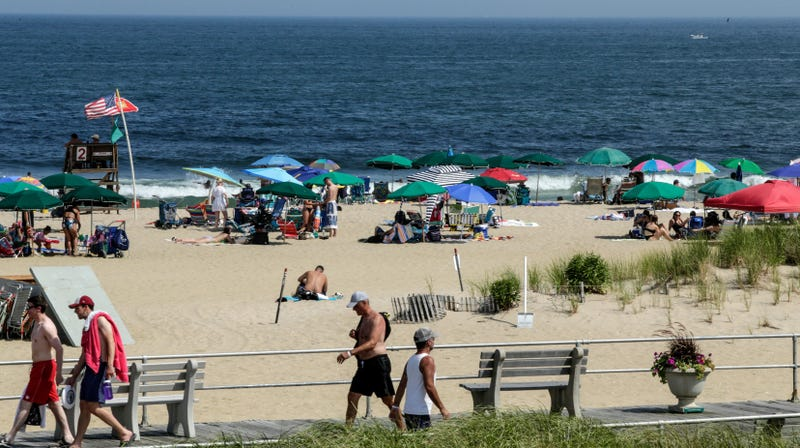 Illustration for article titled U.S. Beaches Are So Full of Sewage Pollution, They're Often Unsafe for Swimming, New Report Finds