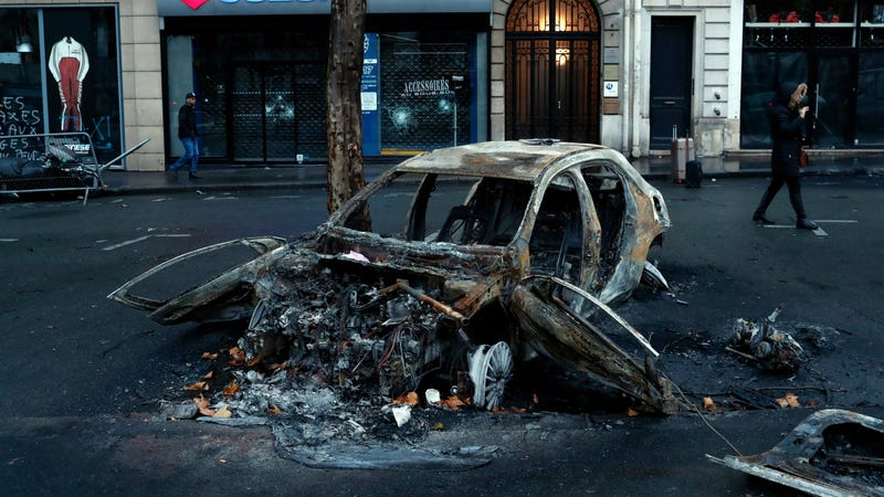 Illustration for article titled France Backs Down on New Fuel Taxes After Car-Burning Riots