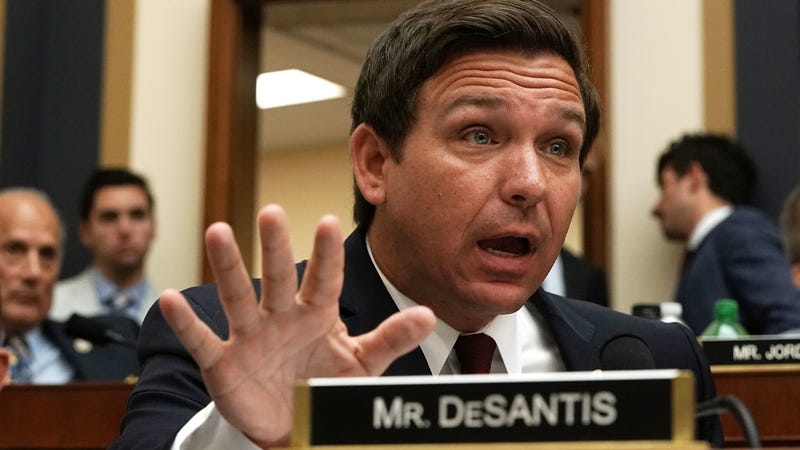 Illustration for article titled Apparently, Ron DeSantis and Racist Republicans Love White Facebook