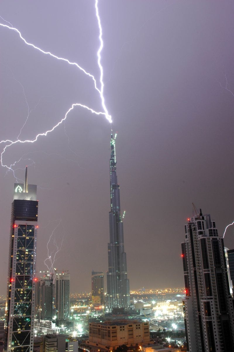 Illustration for article titled The Burj Dubai Just Can't Stop Getting Struck By Lightning