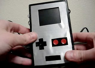 Illustration for article titled Gamer Builds Extremely Ugly Gameboy-Sized NES Portable