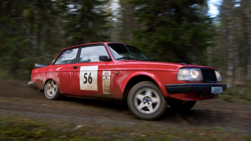 Illustration for article titled Your Ridiculously Awesome Rally Volvo 242 Wallpaper Is Here