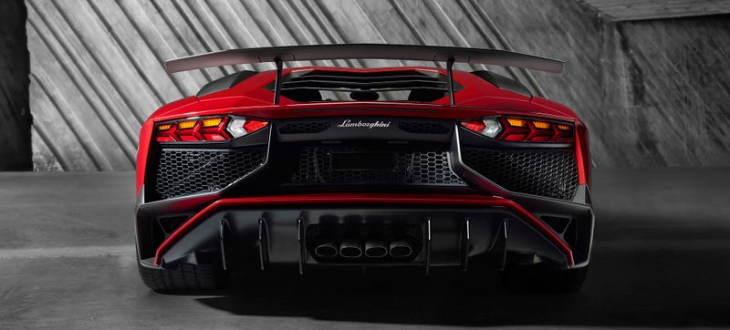 Illustration for article titled The 740 HP Lamborghini Aventador SV Is Completely Nuts At Any Speed