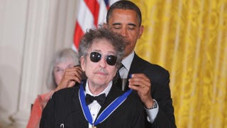 President Barack Obama presents the Presidential Medal of Freedom to musician Bob Dylan during a ceremony on May 29, 2012. MANDEL NGAN/AFP/GettyImages