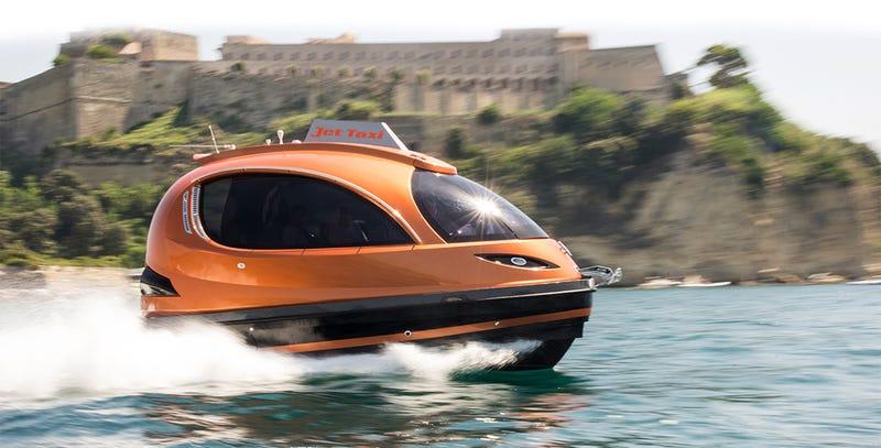 Illustration for article titled Este potente taxi acuático transporta hasta 12 personas a 60km/h