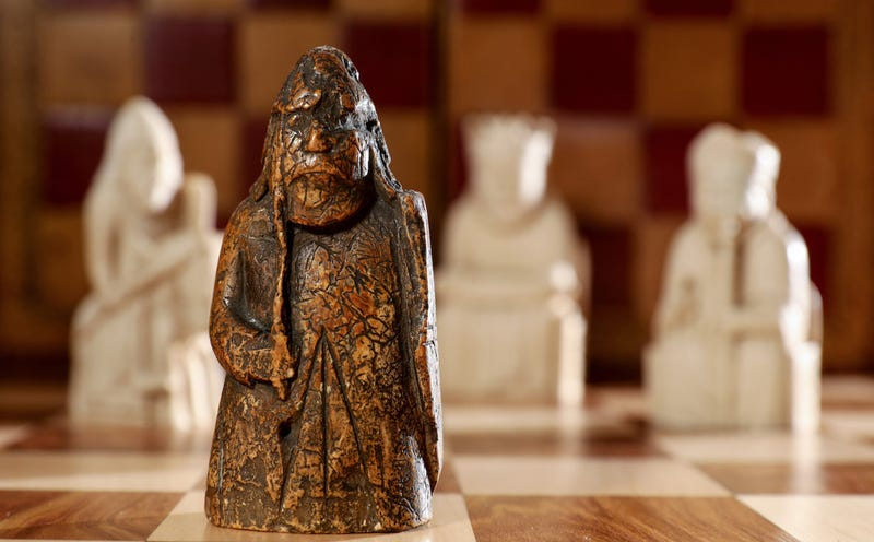Descubre que la pieza de ajedrez que guardaba en un cajón desde hace 55 años tiene un valor de 1 millón de libras