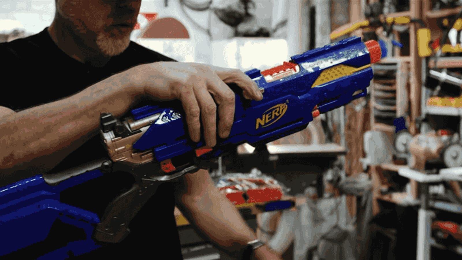 Cómo transformar un rifle de juguete en un arma brutal propia de la ciencia-ficción