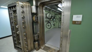 Illustration for article titled If You're Worried About Getting Your Bike Stolen, Park It Inside This Bank Vault