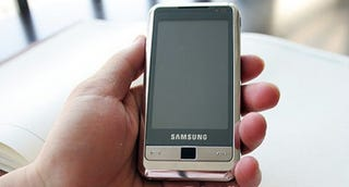 Illustration for article titled Samsung i900 Cellphone Hands-on Photos Leaked