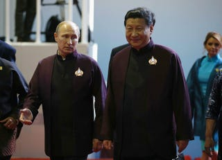 Illustration for article titled The APEC Summit Turned World Leaders Into Star Trek Cosplayers