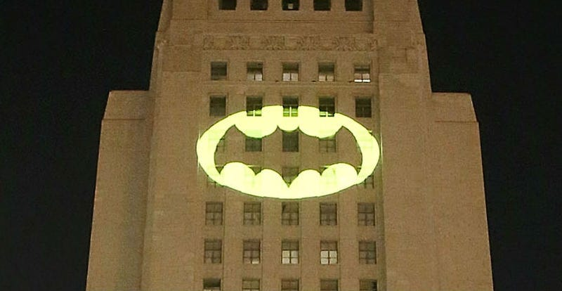Batlight Shines On Line For Dark Knight >> The Bat Signal Shined In Los Angeles To Honor Adam West