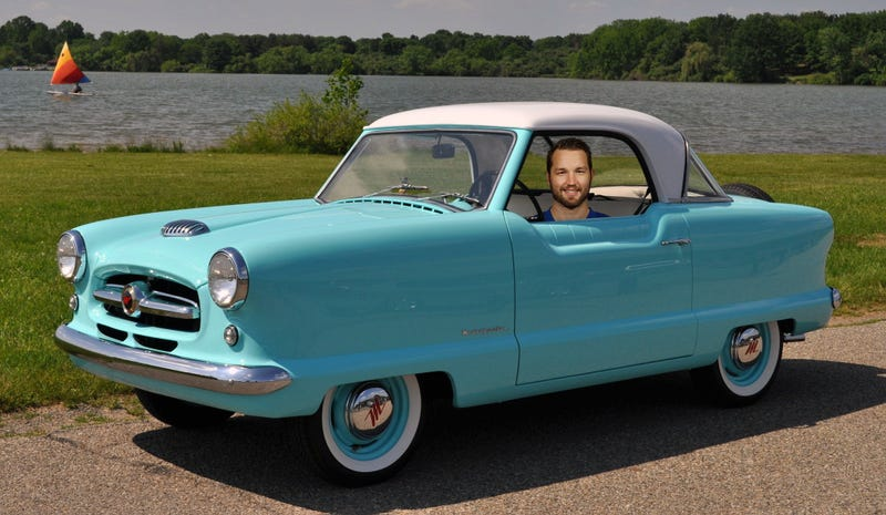 Illustration for article titled New York Rangers forward Rick Nash driving a Nash Metropolitan