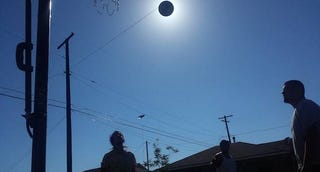 Illustration for article titled This perfectly timed picture is not of a solar eclipse