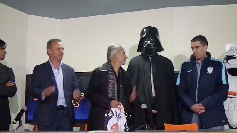 Illustration for article titled Mexican Soccer Team Holds Strange, Star Wars-Themed Press Conference