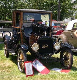 Illustration for article titled According to Wikipedia, the successor to the Model T is the Taurus