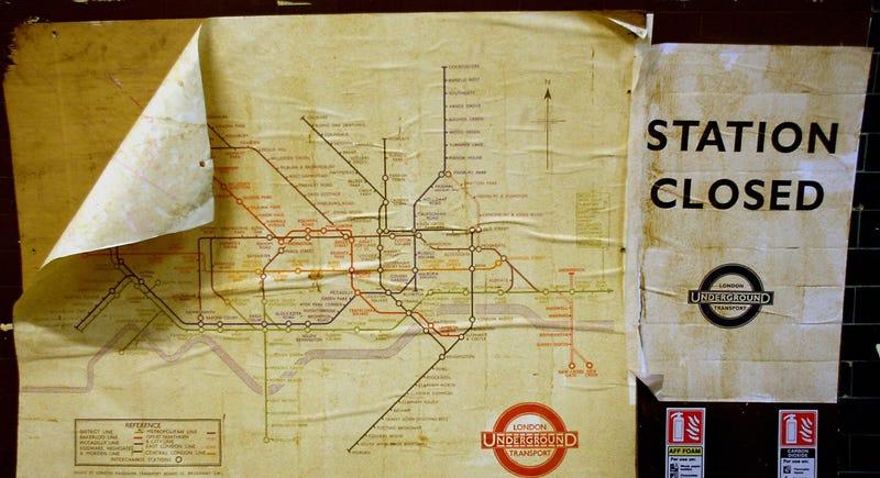 Illustration for article titled Arquitectura bajo tierra del pasado: las estaciones de metro fantasma