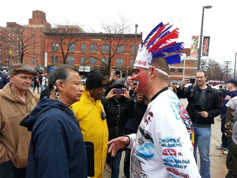 Illustration for article titled Cleveland Indians Fan In Redface Meets A Native American