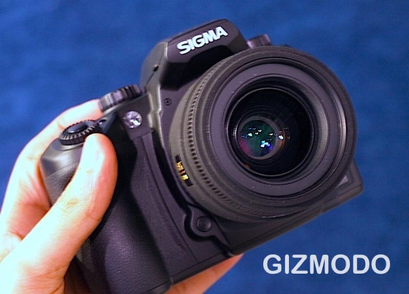 Illustration for article titled Sigma's Flagship SD15 DSLR Feels Like a Rock (in a Good Way)
