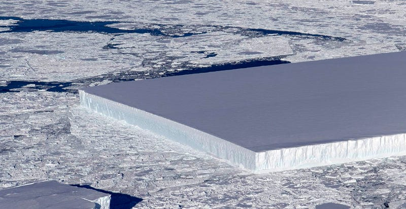 Illustration for article titled Esta enorme placa de hielo perfectamente rectangular es natural: así se forman los icebergs tabulares